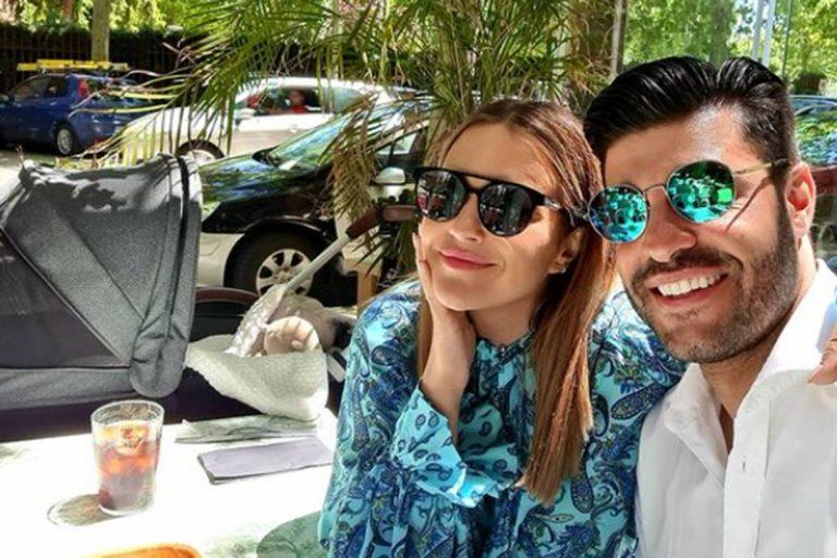 Paula Echevarría y Miguel Torres presumen de bebé entre amigos