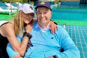 Ana Obregón llora la ausencia de sus seres queridos junto a su padre: «Cada vez somos menos»