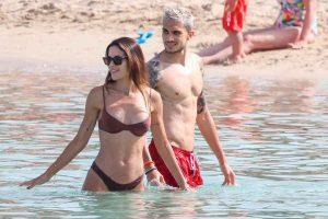 Melissa Jiménez y Marc Bartra derrochan pasión en las aguas de Ibiza