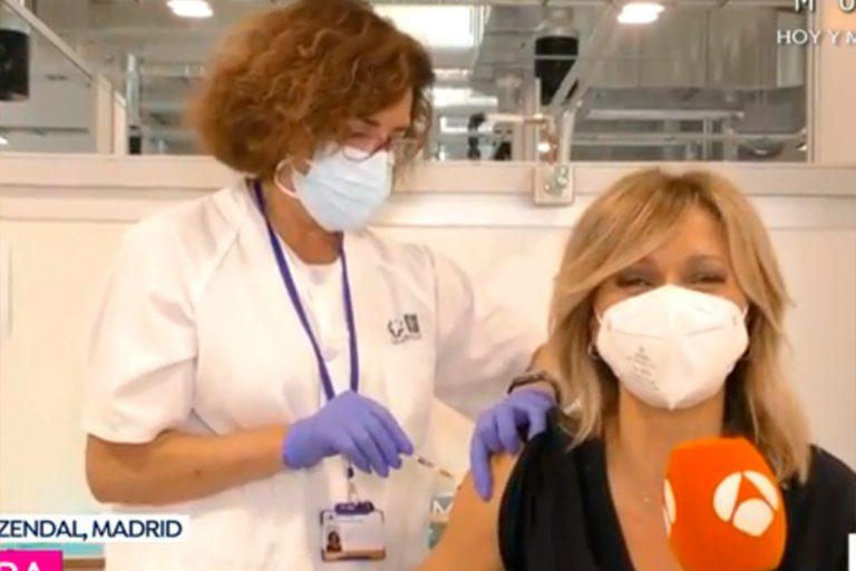 Susanna Griso se vacuna contra el coronavirus en directo