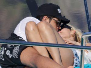 """Danna Paola, entre besos y arrumacos con Álex Hoyer, su """"no novio"""", en Ibiza"""