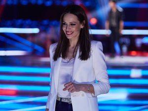 Eva González le roba los pantalones más originales a Irene Rosales