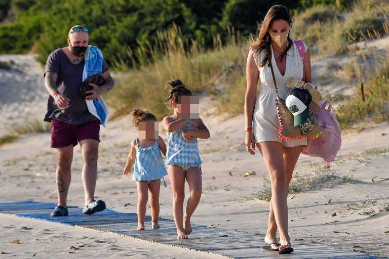 Kiko Rivera e Irene Rosales desconectan de la rutina en unas vacaciones familiares en Cádiz