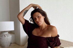 Laura Matamoros presume de tripita de embarazada en su escapada más familiar