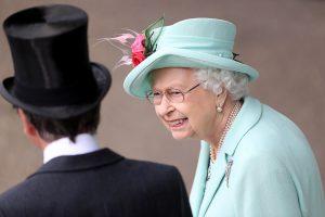 ¿Eres joven y diseñador?: la reina Isabel de Inglaterra te necesita
