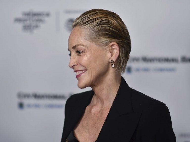 Sharon Stone lo confirma: El efecto wet es el peinado que mejor sienta a partir de los 60