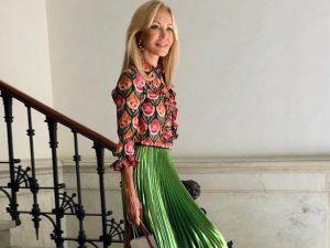 Carmen Lomana da la bienvenida al sábado con un perfecto look de invitada