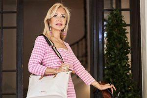 Carmen Lomana apuesta por el estampado de la temporada en este look imposible