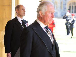 Guerra en Buckingham entre el príncipe Carlos y su hermano Eduardo por el título del duque de Edimburgo