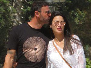 Carla Barber, pillada muy cariñosa con su nuevo novio de vacaciones en Marbella