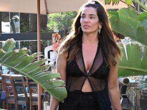 Raquel Bollo y su novio disfrutan de un día de playa y chiringuito en Marbella