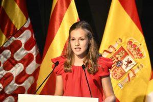Leonor vuelve a presumir de idiomas en los Premios Princesa de Girona