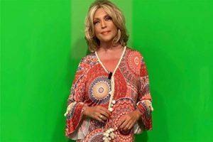 Lydia Lozano se va de cena con el look que más favorece pasados los 50