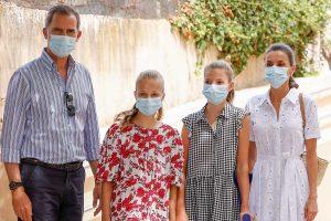 Los reyes Felipe y Letizia llegan a Palma de Mallorca junto a sus hijas