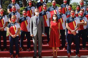 Felipe y Letizia muestran su lado más deportivo con el equipo olímpico español