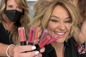 Estos son los colores que mejor le van a los labios cuando estás bronceada como Toñi Moreno
