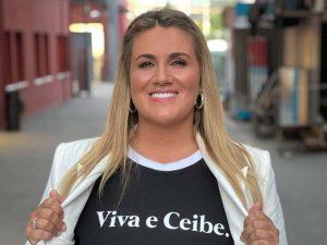 """Fotos del día: Carlota Corredera se hace la """"valiente"""" con un posado en bañador"""