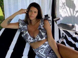 La manicura más sencilla y elegante del verano la lleva Laura Matamoros