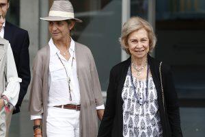 La ajetreada ruta de la Infanta Elena: llega a Mallorca para estar con la Reina Sofía (tras visitar a su padre y a su hermana)