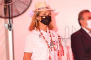 La Infanta Elena (con look paralímpico) interrumpe sus vacaciones en Mallorca