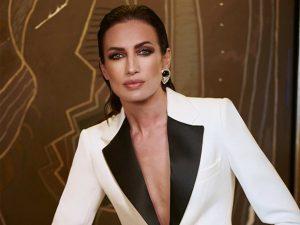 Nieves Álvarez reinventa el traje de chaqueta de la manera más sexy