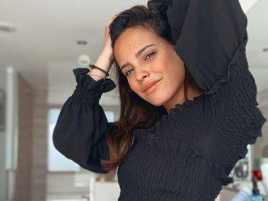 El peinado con el que Gloria Camila se transforma en su personaje de 'Dos vidas'