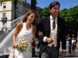 Todos los looks de la boda de Carlos Cortina y Carla Vega-Penichet