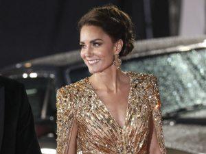 Kate Middleton deslumbra con un 'look' de diosa griega en el estreno de la película de James Bond