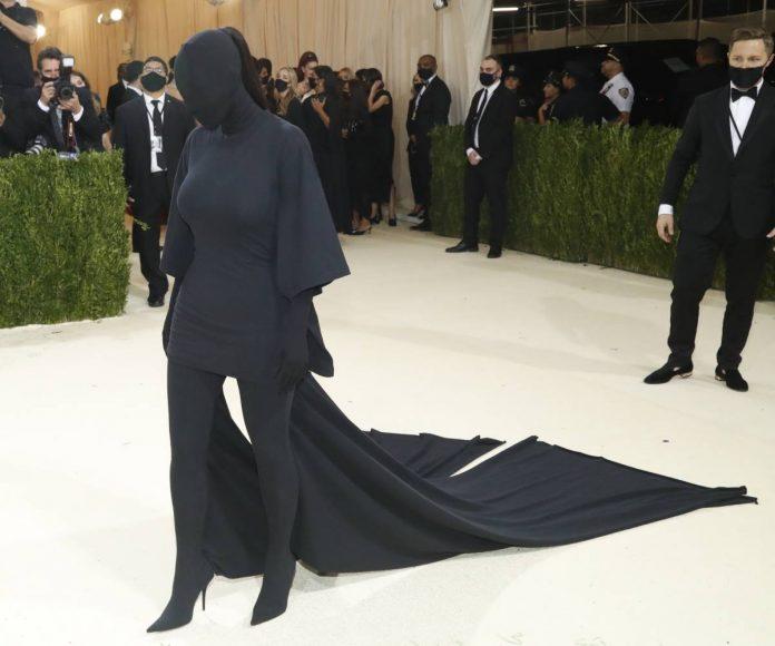 Kim Kardashian cara tapada