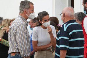 Los Reyes Felipe y Letizia, sobrecogidos por la emoción: todas las imágenes de su visita a La Palma