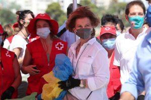 La Reina Sofía, la monarca más ecológica: Se une a la recogida de basura en la playa