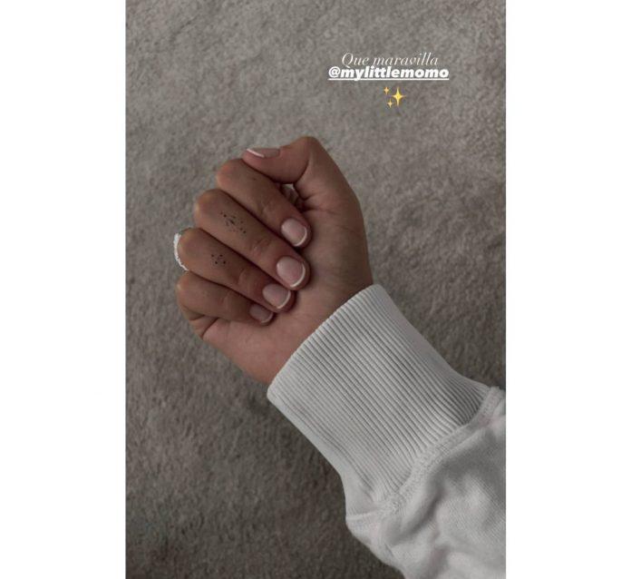 Alba Díaz manicura
