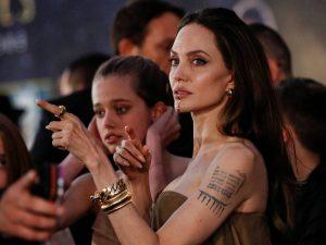 Angelina Jolie le presta a su hija su vestido de los Oscar