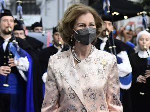 La Reina Sofía, muy orgullosa de su nieta, brilla con un perfecto abrigo bordado
