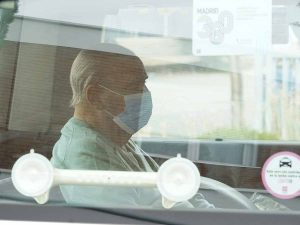 Primeras imágenes del padre de Ana Obregón tras recibir al alta hospitalaria