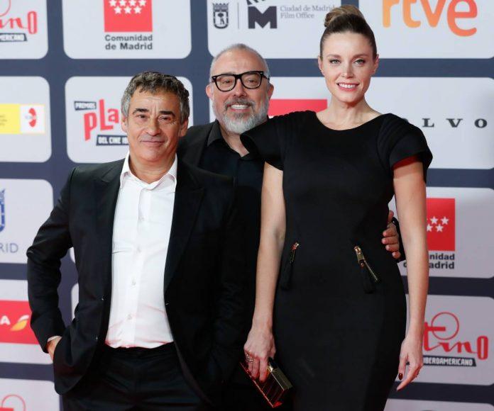 alfombra roja premios Platino