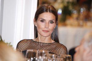 La Reina Letizia, con flecos y a lo loco en el Ritz para dar el Premio Cerecedo